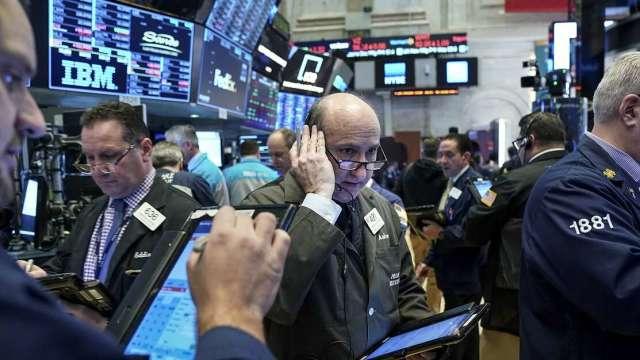 美股連跌兩週 落後股市現韌性。(圖:AFP)