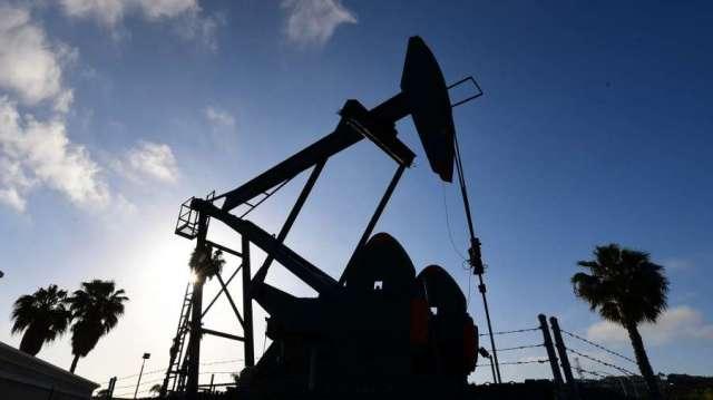 油價跌破每桶40美元之際 OPEC+又得重新思考減產議題(圖:AFP))