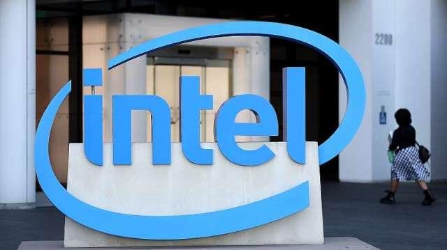 英特爾重申將採晶片委外拆分策略,增加生產彈性。(圖:AFP)