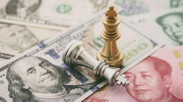 美元跌、人民幣升 怎麼做較有利 ?  (圖:shutterstock)