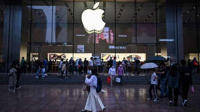 中國媒體報導,比亞迪證實,拿下蘋果新款iPad組裝代工訂單。(圖:AFP)