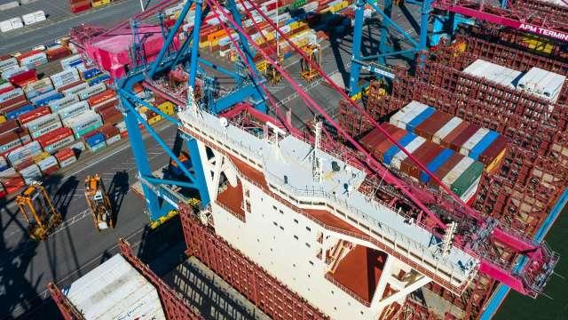 為年底購物旺季備貨 美洛杉磯港8月份貨運量創歷史新高(圖片:AFP)