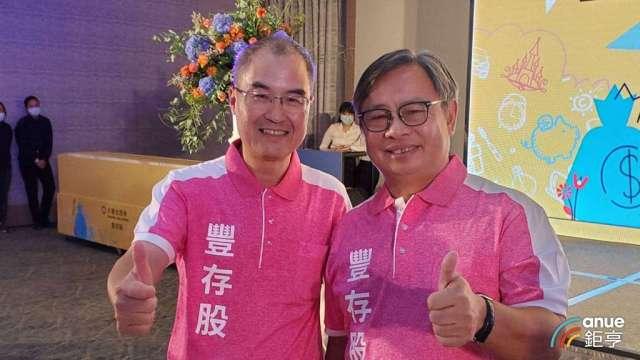 永豐金證券董事長朱士廷(右)和總經理江偉源(左)。(鉅亨網記者王莞甯攝)