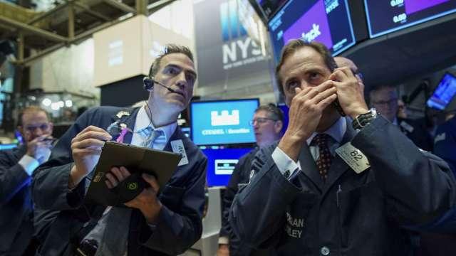 小摩:兩類型基金正大幅減持股票 預計撤資2000億美元(圖:AFP)