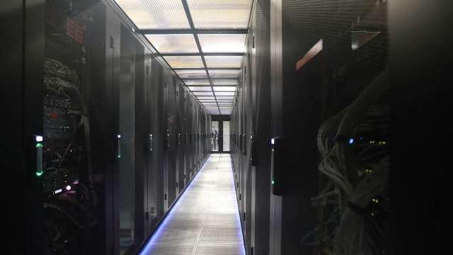 伺服器Q4出貨動能微增 供應鏈下半年營運仍有撐。(圖:AFP)