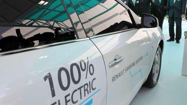 電動車熱潮 南韓LG化學計劃分拆電池業務(圖片:AFP)