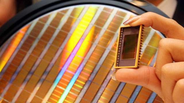 全球第二大NAND廠鎧俠示警:華為禁令恐致供過於求 壓低晶片市價 (圖:AFP)