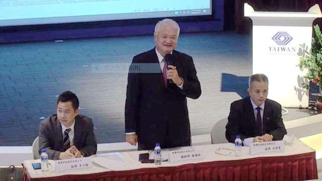 揚博科技總經理喬培鴻(中)。( 翻攝自交易所網站)