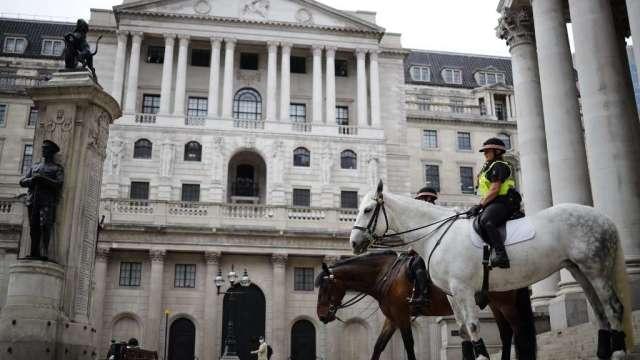 英國央行維持利率、購債金額不變 符合市場預期(圖:AFP)