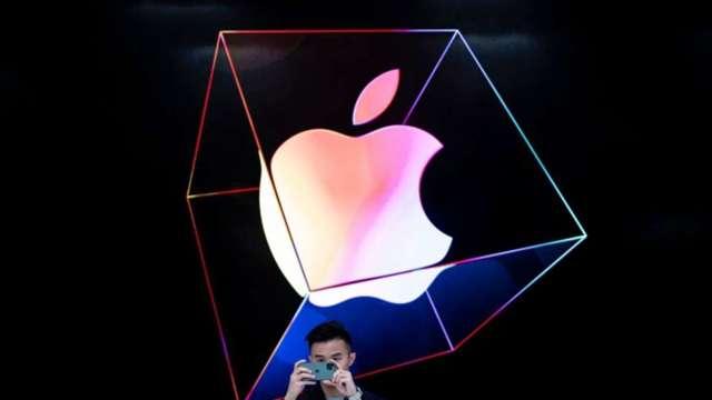 又急又猛!蘋果股價自高點回跌22% 市值蒸發逾5000億美元 (圖:AFP)