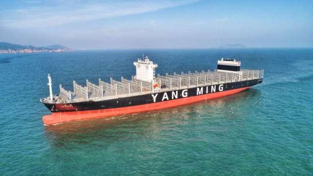 陽明11000 TEU級大型全貨櫃輪「共明輪」將投入美國線。(圖:陽明提供)