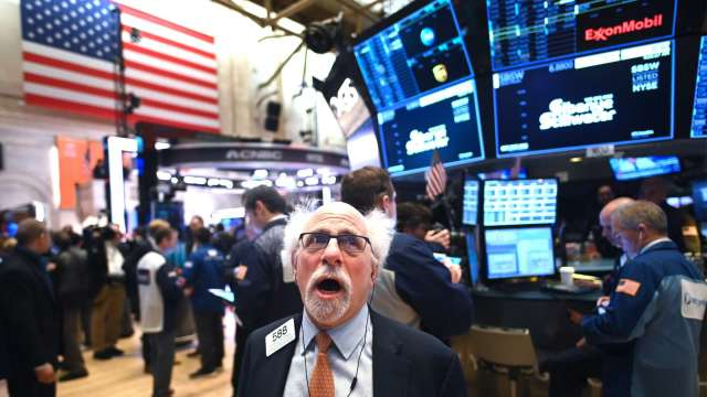 道瓊暴跌800點 Cramer:絕佳買入機會。(圖片:AFP)