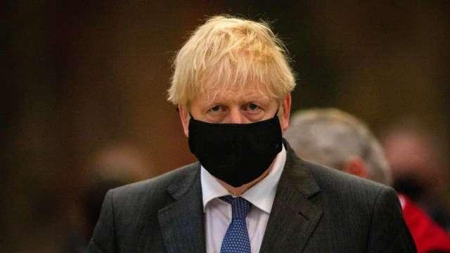 英國將重啟部分疫情限制措施 強生建議人們在家工作(圖:AFP)