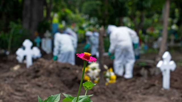 又一悲傷里程碑 美國新冠死亡數突破 20 萬 (圖片:AFP)