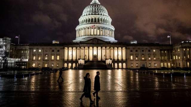 眾院通過權宜支出法案 美政府10/1關門危機暫解 (圖:AFP)