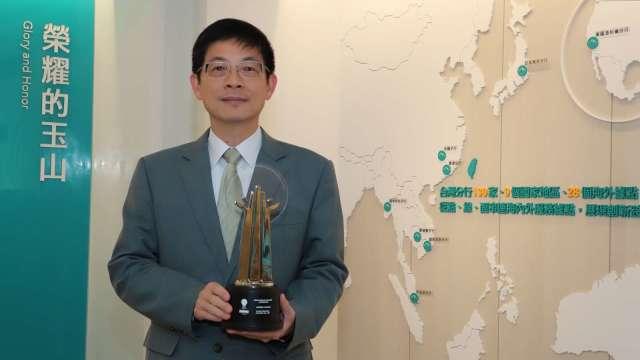 玉山銀行董事長黃男州連續3年榮獲「亞洲企業社會責任獎-企業負責任領袖獎」殊榮,創下亞洲最佳紀錄。(圖:玉山金控提供)