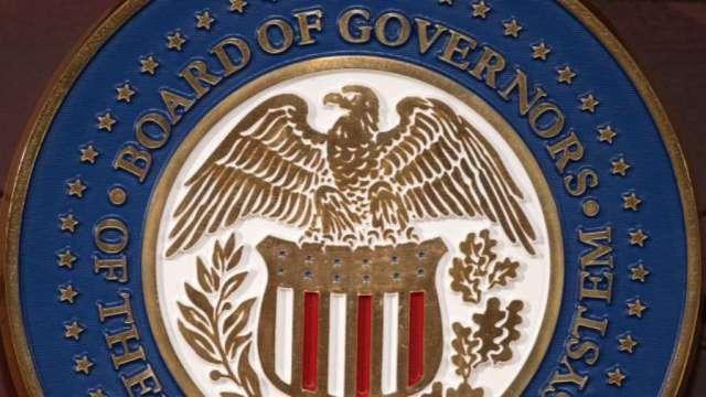 Fed 副主席反駁鷹調言論 平均通膨達2%前不會考慮升息 (圖片:AFP)