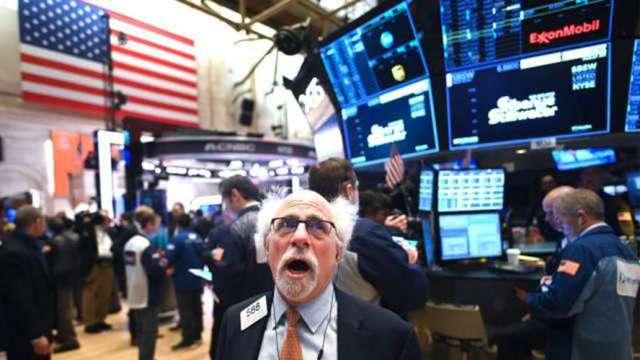 美國科技與成長類股 23 日分別下跌3.21%與2.69%。(圖:AFP)