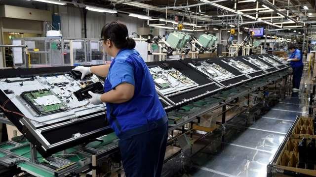 中國放緩投資LCD,有利群創、友達營運。(圖:AFP)