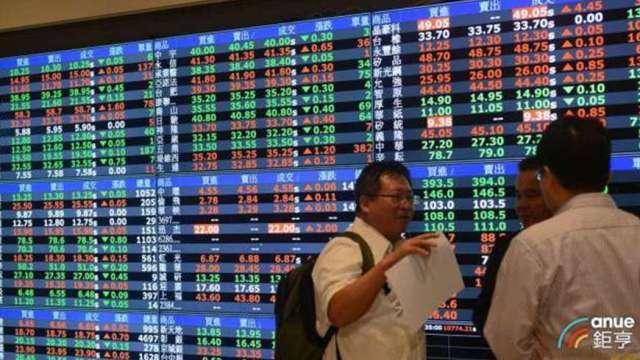台股12200點失而復得 外資連7賣 三大法人聯手賣超57億元。(鉅亨網資料照)