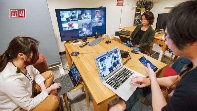 疫後世界,遠距工作盛行,無論文字或視訊聯繫,皆須具備數位肢體語言溝通能力。 (攝影者郭涵羚/商周提供)