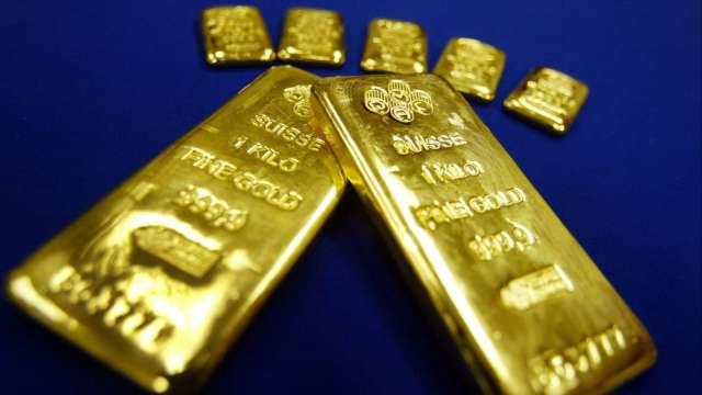 〈貴金屬盤後〉美元強勢 黃金再跌 本週創3月以降最大跌幅 (圖片:AFP)
