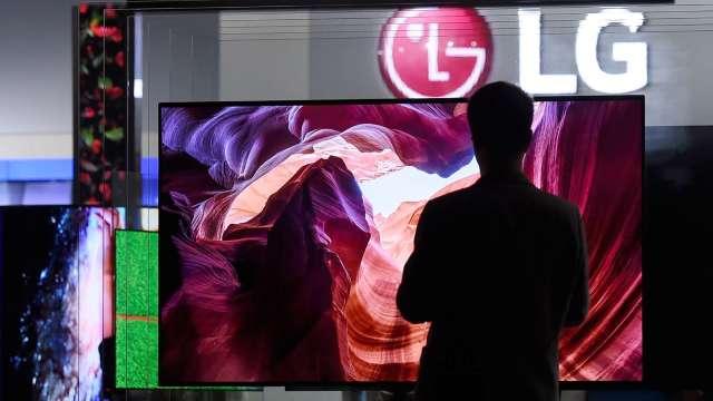 LG OLED電視因電路板零件瑕疵 在中國召回13機種 (圖片:AFP)