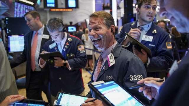 〈美股盤後〉美國總統大選倒數36天 道瓊勁揚逾400點(圖片:AFP)