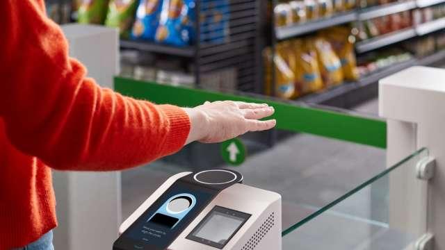 亞馬遜推出掌紋手勢掃描系統Amazon One 可付款、身分辨識(圖片:AFP)