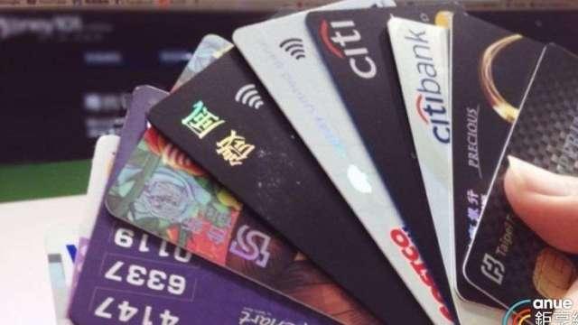 搶國旅商機 銀行信用卡砸錢加碼給優惠最高上看15%。(鉅亨網資料照)