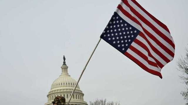 白宮民主黨談判依舊喬不攏 美眾院先通過2.2兆美元紓困案 (圖:AFP)