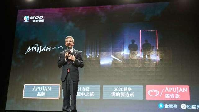 中華電信總經理郭水義與apujan mod首頁專區。(圖:中華電提供)