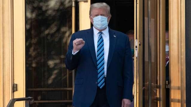川普出院返回白宮繼續接受治療 欲參加10/15總統辯論 (圖:AFP)