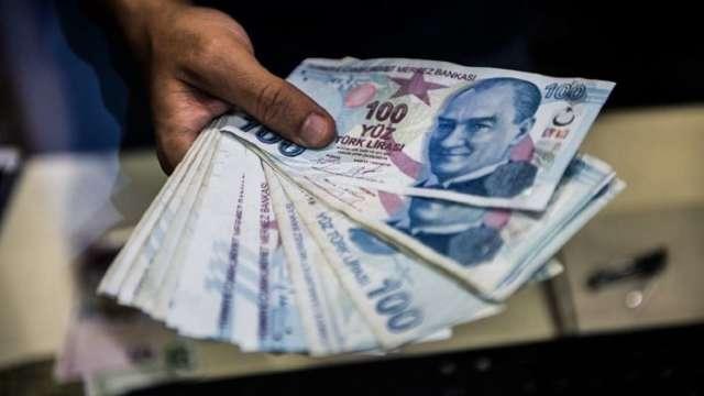 地緣政治風險攀高 土耳其里拉今年跌24%創新低。(圖:AFP)