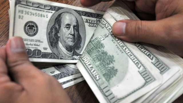 〈紐約匯市〉白宮態度翻轉傳提高刺激規模 美元跌破50日均線 周線收黑 (圖:AFP)