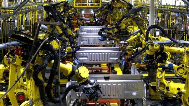 日本工具機廠商上年度訂單年減38% 9月略見復甦(圖片:AFP)