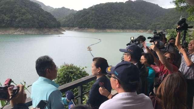 經濟部長王美花日前視察石門水庫。(圖:水利署提供)