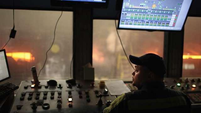 日本製鐵考慮脫手美國兩處車用製鋼廠 將新設電爐 (圖片:AFP)