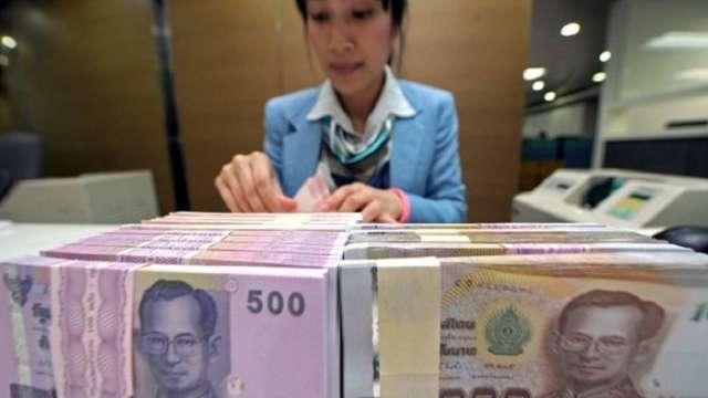 泰銖半年猛升6% 泰國央行將放寬資金外流規定壓抑升勢。(圖:AFP)