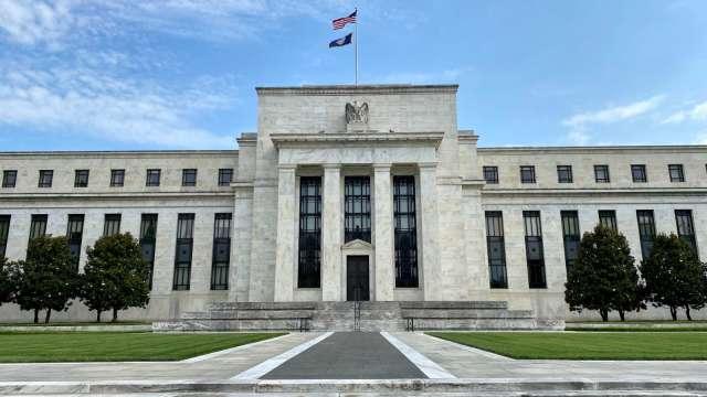美經濟何時恢復疫情前水準?Fed副主席:還需要一年。(圖片:AFP)