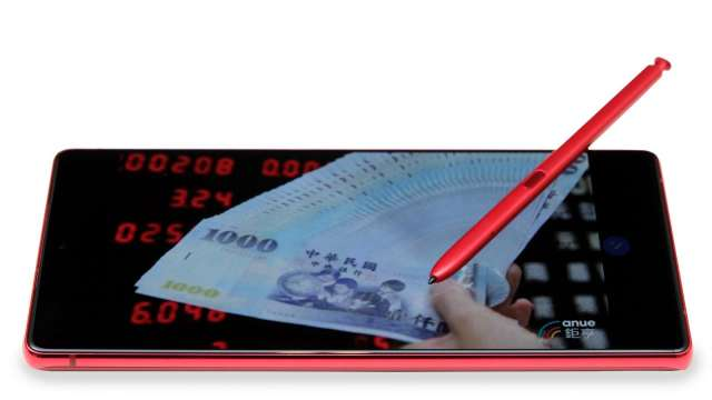 三星最新的星霧紅Galaxy Note20 5G,搭載全新再進化的S Pen與Samsung Notes功能,改變了人們的工作方式,讓人們能隨時隨地完成更多任務。(圖:業者提供)