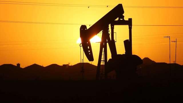 〈能源盤後〉英禁串門子 法頒宵禁 原油需求堪慮 但美庫存意外大降 原油小幅收低(圖片:AFP)