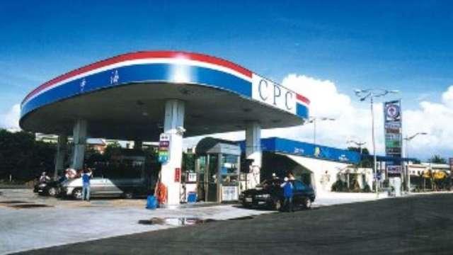 台灣中油:明(19)日起國內汽油價格不調整 柴油調漲0.1元(圖:AFP)