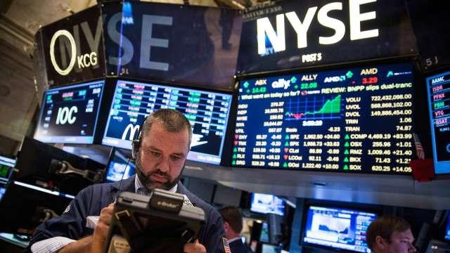 〈美股盤後〉新刺激法案前景難以捉摸 道瓊尾盤急殺400點 (圖片:AFP)