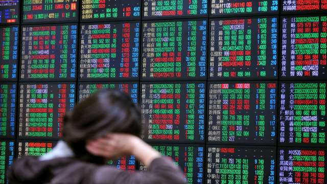 台股量能不到1500億元 外資轉賣 三大法人賣超28.43億元。(圖:AFP)