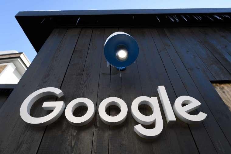 擔憂美國人可能永遠也看不到下一個 Google,美國司法部正式提告 Google。(圖片:AFP)
