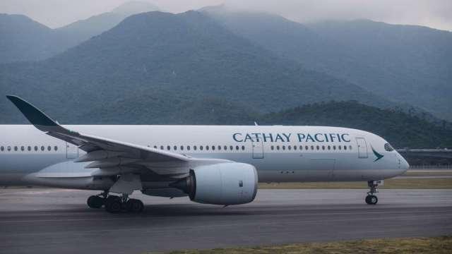 不敵疫情 國泰航空宣布裁減8500個職位、港龍航空即日起停止營運 (圖:AFP)