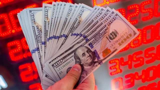 疫情+大選不確定干擾  外資一致看貶美元。(圖:AFP)