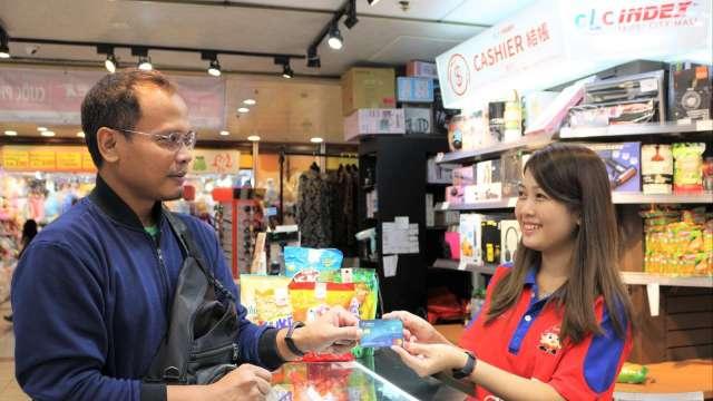 永豐全台首推外籍移工信用卡 串聯70萬名移工消費生態圈。(圖:永豐銀行提供)