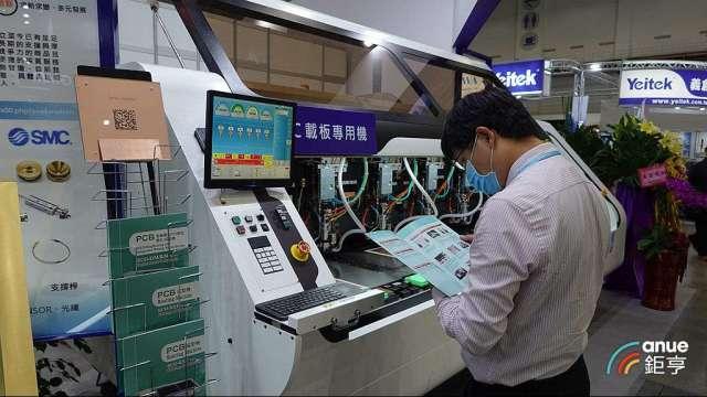 遠航科技自行開發的IC載板專用的機械鑽孔機。(鉅亨網記者張欽發攝)